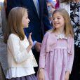 Leonor et Sofia ont brillé, pour leur première apparition depuis la fête nationale en octobre 2014... Felipe VI et Letizia d'Espagne, leurs filles Leonor, princesse des Asturies, et Sofia, ainsi que la reine Sofia assistaient ensemble, le 5 avril 2015, à la messe de Pâques en la cathédrale de Palma de Majorque.