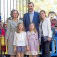 Le roi Felipe VI et la reine Letizia d'Espagne, leurs filles Leonor et Sofia, et la reine Sofia assistaient le 5 avril 2015 à la messe de Pâques en la cathédrale de Palma de Majorque.