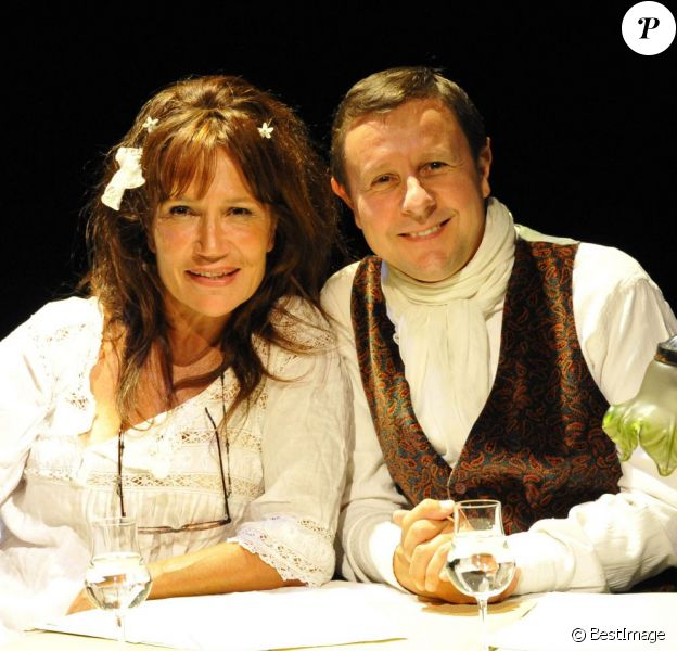 """Clémentine Célarié et Thierry Monfray dans le spectacle """"Des Nouvelles de Maupassant"""" au Théâtre du Petit Hébertot, le 16 septembre 2011."""