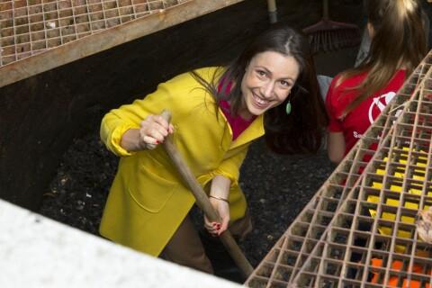Viktoria de Bourbon-Parme: La princesse joue la bonne fée au fond de la fontaine