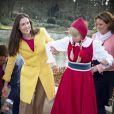 La princesse Viktoria de Bourbon-Parme, épouse du prince Jaime, a récupéré (après avoir troqué ses souliers contre des bottes !) le 13 avril 2015 les pièces de la fontaine à souhaits du parc d'attractions Efteling, à Kaatsheuvel, pour le compte de Save the Children Pays-Bas, dont elle est la marraine.