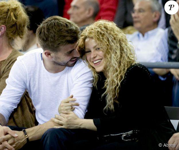 Shakira et Gerard Piqué au Palau Blau Grana le 18 avril 2015 lors du match d'Euroligue des Catalans contre l'Olympiakos.
