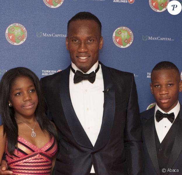Didier Drogba, Iman Drogba, et Issac Drogba au gala de la fondation Didier Drogba à Londres le 18 avril 2015.