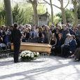 Exclusif - Famille et proches, dont la fille de la défunte Valentine Varela et Françoise Fabian au premier rang, lors des obsèques de Nina Companeez (Nina Hélène Kompaneyetz) au cimetière du Père Lachaise à Paris, le 14 avril 2015. Elle a été enterrée dans la caveau familial.