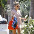 Kate Hudson arrive chez son ex, Matthew Bellamy, pour fêter Pâques. Mais il semblerait qu'elle se soit habillée un peu trop court, dévoilant ainsi généreusement ses jambes dès qu'elle se baisse !! Le 4 avril 2015