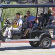 Exclusif - Matthew Bellamy, son fils Bingham et des amis se promènent à Malibu, le 4 avril 2015, dans une voiture particulière. Matthew Bellamy et Kate Hudson se sont séparés l'année dernière en bons termes.