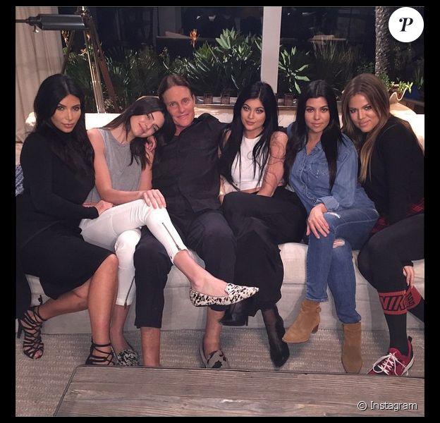 Kim Kardashian, Kendall, Bruce et Kylie Jenner, et Kourtney et Khloé Kardashian. Photo publiée le 20 janvier 2015.