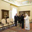 Le pape François recevait le 27 avril 2015 en audience, au Vatican, la reine Silvia de Suède ainsi que la princesse Madeleine de Suède, son époux Christopher O'Neill et leur fille d'un an la princesse Leonore, en marge d'une conférence sur le trafic d'êtes humains.