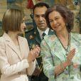 """"""" La reine Letizia et la reine Sofia d'Espagne remettaient ensemble les prix Reine Sofia 2014, au palais du Pardo à Madrid, le 29 avril 2015, qui vont devenir les prix Reine Letizia. """""""