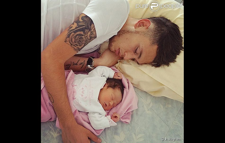 Lucas Ocampos et sa fille Luisana née le 29 avril 2015