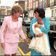 Lady Di et son amie Rosa Monckton, en 1995 lors du baptême de sa seconde fille Domenica, dont Diana était la marraine.