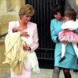 Annonce de la naissance de la princesse de Cambridge, second enfant du prince William et de Kate Middleton, devant la maternité Lindo le 2 mai 2015, par un faux crieur public qui avait déjà officié lors de la naissance du prince George.