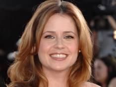 Jenna Fischer de The Office, son truc à elle, c'est les plumes...