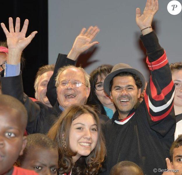 Marc Ladreit de Lacharrière et Jamel Debbouze, heureux parrain du Trophée d'Impro de la Fondation Culture & Diversité, lors de la finale qui se tenait à l'Espace Pierre Cardin à Paris le 24 mai 2013.