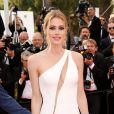 Doutzen Kroes sur les marches du Palais des Festivals pour la projection du film La Tête Haute et la cérémonie d'ouverture du 68e Festival de Cannes. Cannes, le 13 mai 2015.
