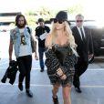 Kesha et son petit ami Brad Ashenfelter prennent un vol à l'aéroport de Los Angeles, le 15 avril 2015