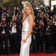 """Karlie Kloss (bijoux de Grisogono) - Montée des marches du film """"La Tête Haute"""" pour l'ouverture du 68 ème Festival du film de Cannes – Cannes le 13 mai 2015"""