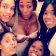 Brittney Griner et Glory Johnson, qui se sont mariées le 8 mai 2015, ont été suspendues sept matchs par la WNBA suite à une affaire de violences conjugales au mois d'avril, quelques jours avant leur union. Photo Instagram du 26 janvier 2015