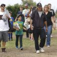 Exclusif - Kevin Federline accompagne ses enfants Jayden James et Sean Preston participer à un match de foot, à Woodland Hills, le 17 mai 2015.