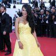 """Ayem Nour bombesque lors de la montée des marches du film """"Inside Out"""" (Vice-Versa) lors du 68e Festival International du Film de Cannes, le 18 mai 2015."""