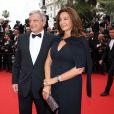"""Sidney Toledano, sa femme Katia - Montée des marches du film """"Macbeth"""" lors du 68e Festival International du Film de Cannes, le 23 mai 2015."""