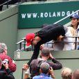 Zlatan Ibrahimovic et Novak Djokovic après la victoire du Serbe au second tour des Internationaux de France à Roland-Garros, le 28 mai 2015 à Paris