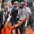 Novak Djokovic lors de sa victoireau second tour des Internationaux de France à Roland-Garros, le 28 mai 2015 à Paris