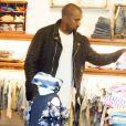 Kanye West fait du shopping dans la boutique pour enfants Trico Field, à SoHo. New York, le 1er juin 2015.