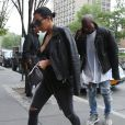 Kim Kardashian, enceinte, et son mari Kanye West rentrent à leur appartement à SoHo. New York, le 1er juin 2015.