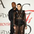 Kim Kardashian, enceinte, et Kanye West assistent aux CFDA Fashion Awards 2015 à l'Alice Tully Hall, au Lincoln Center. New York, le 1er juin 2015.
