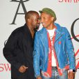 Kanye West et Pharrell Williams assistent aux CFDA Fashion Awards 2015 à l'Alice Tully Hall, au Lincoln Center. New York, le 1er juin 2015.