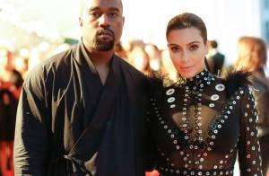 Kim Kardashian, enceinte, et Kanye West : Couple radieux aux Oscars de la mode