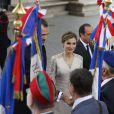 Le roi Felipe VI et la reine Letizia d'Espagne ont été officiellement accueillis par le président de la République François Hollande et la ministre de l'Ecologie Ségolène Royal lors d'une cérémonie solennelle à l'Arc de Triomphe, le 2 juin 2015 à Paris, pour leur visite d'Etat de trois jours.