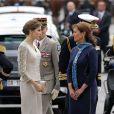 Le roi Felipe VI et la reine Letizia d'Espagne ont été officiellement accueillis par le président de la République François Hollande et la ministre de l'Ecologie Ségolène Royal à l'Arc de Triomphe, le 2 juin 2015 à Paris, pour leur visite d'Etat de trois jours.