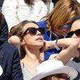 Laura Smet et son compagnon Raphaël dans les tribunes lors du tournoi de tennis de Roland-Garros à Paris le 3 juin 2015