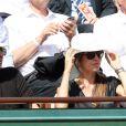 Patrick Bruel et sa compagne Caroline Nielsen lors du tournoi de tennis de Roland-Garros à Paris le 3 juin 2015