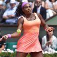 Serena Williams lors des Internationaux de France de tennis de Roland Garros à Paris le 3 juin 2015. Serena Williams s'est qualifiée sans problème pour les demi-finales de Roland-Garros. Sara Errani, pourtant 17e mondiale et finaliste en 2012, n'a rien pu faire pour l'en empêcher (6-1, 6-3).