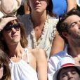 Nicolas Bedos et Doria Tillier dans les tribunes lors de la finale dames des Internationaux de tennis de Roland-Garros à Paris, le 6 juin 2015.