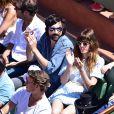 Lou Doillon, son compagnon et son fils Marlowe, dans les tribunes lors de la finale des Internationaux de tennis de Roland-Garros à Paris, le 6 juin 2015.