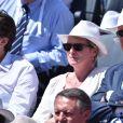 Elise Lucet et Rémy Pflimli, dans les tribunes lors de la finale des Internationaux de tennis de Roland-Garros à Paris, le 6 juin 2015.
