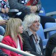 Louis Bertignac et sa compagne Laeticia au Stade de France pour la rencontre France - Belgique à Saint-Denis le 7 juin 2015