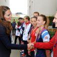 Kate Middleton et Rebecca lors d'une visite de la Team GB du couple princier, au village des athlètes à l'Olympic Park de Stratford à Londres, le 31 juillet 2012