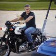 George Clooney sur le tournage de la nouvelle campagne publicitaire pour la montre Speedmaster, le 9 juin 2015.