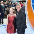 """Britt Robertson et George Clooney à la première du film Disney """"A la poursuite de demain"""" à Londres le 17 mai 201"""