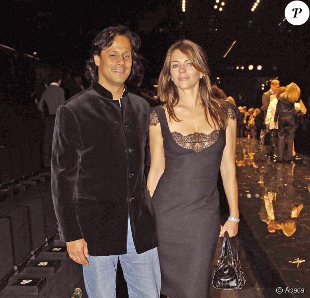 Liz Hurley et Arun Nayar - Défilé Dolce & Gabbana Printemps/été 2006 à Milan, le 29 septembre 2005