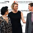 La princesse Charlene de Monaco entourée de Bianca Jagger et Eric Close lors de la soirée d'ouverture du 55e Festival international de télévision de Monte-Carlo, le 13 juin 2015 au Grimaldi Forum.