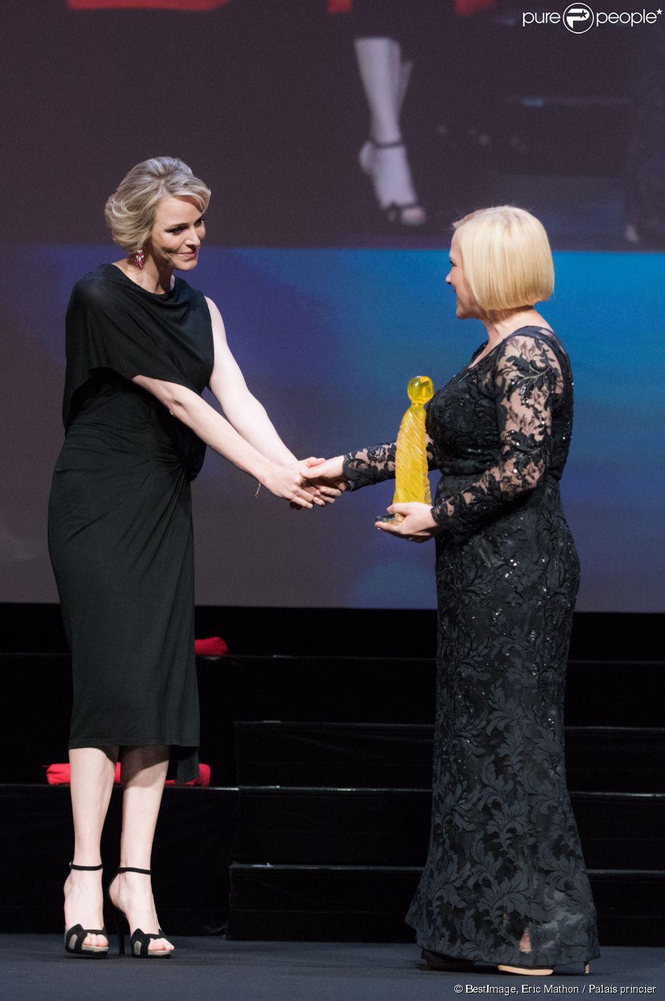 Exclusif - La princesse Charlene de Monaco a remis le prix Nymphe de cristal à Patricia Arquette lors de la soirée d'ouverture du 55e Festival international de télévision de Monte-Carlo, le 13 juin 2015 au Grimaldi Forum.