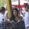 Kim Kardashian enceinte et son mari Kanye West emmènent leur fille North à Disneyland pour son anniversaire (2 ans) en compagnie de Kourtney Kardashian et ses enfants Mason et Penelope à Anaheim, le 15 juin 2015.