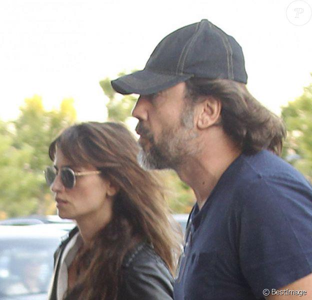 Penélope Cruz et son mari Javier Bardem - La famille d'Eduardo Cruz, père de l'actrice, arrive au funérarium de Madrid, le 18 juin 2015. Eduardo est décédé à l'âge de 62 ans quelques heures plus tôt.