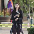 Ireland Baldwin s'arrête chez Starbucks à Malibu, Los Angeles, le 5 mai 2015